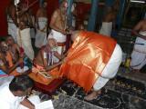 Sri Chellamani swamy receiving honours from TKudi Jeeyar.jpg