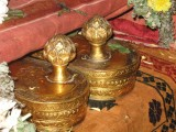 Ponnadiyam Sengamalam-Unni sirathale theendil Amanumavan nammai karathaale theendal kadan.jpg