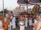 HH doing mangalasasanams to Parthasarathi.jpg