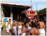 4-Udayavar entering gangai kondan mandapam - 4th day.jpg