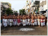 6-udayavar utsavam - 6th day - vellai sAthupadi - divyaprabandha goshti.jpg