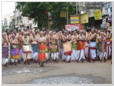 7th day Morning -thiruther GOshti with Thirumalai periya kElvi appan Jeeyar swamy.jpg