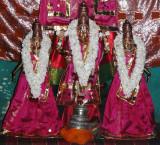 001-Devarajan with ubhaya nacchiyars.JPG