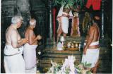 SrI V.Sadagopan svami looking-on to the Thirumanjanam