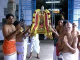 Thirukkachi Nambigal Unjal sevai.JPG