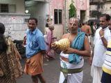 Emperuman's sri satagopam waiting for adiyars.JPG
