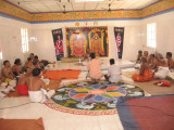 Sri ThirukOshtiyUr MAdhavan SvAmi delivering lecture on Sri AnanthAzvAn.jpg