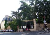 Rue Lacépède ends at the Jardin des Plantes on the east