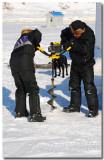 Pêche blanche sur le Saguenay gelé: Forage