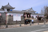 Hanami lanterns outside the Higashi-mon