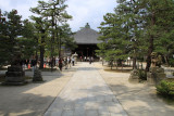 Path to the main hall, Chion-ji