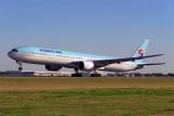KOREAN AIR BOEING 777 300 BNE RF 1491 2.jpg