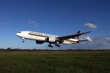 SINGAPORE AIRLINES BOEING 777 200 BNE RF IMG_2755.jpg