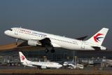 CHINA EASTERN AIRBUS A320 KMG RF 5K5A7352.jpg