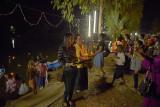 Loi Krathong, let op de vele muggen bij de lampen.