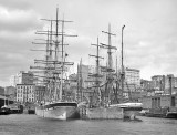 c. 1900 - Shipping at the East River docks