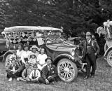1920 - Happy car, unhappy people
