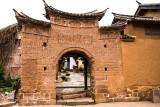 Shaxi, adobe door_8502