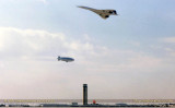 1986 - The Goodyear Blimp and British Airways Concorde at the new FAA Tower dedication stock photo