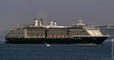 Navios de Cruzeiro - Holland America's, 290 meters (951 feet) long,  MS Osterdam