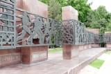 Sculpture showing how the people came together to help rebuild Tashkent after the earthquake