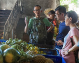 Discussion on the fruit market in Ubud.