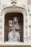 Ezelstraat nr83-105 Zittende Maria met Kind (koningin)-1.jpeg