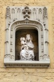 Ezelstraat nr83-105 Zittende Maria met Kind (koningin)