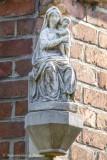 Stijn Streuvelsstraat 52 - Zittende Maria met Kind