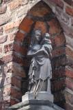 Mariastraat 36 X Guido Gezelleplein - Staande Maria met Kind (Koningin)