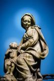 Onze-Lieve_Vrouwkerkhof Zuid (aan de pomp) - Ziitende Maria met Kind