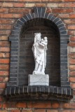 Steenstraat X Kemelstraat - staande Maria met Kind (koningin)
