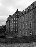 Saint-Malo; walking on the walls; typical houses.
