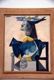Femme assise au chapeau en forme de poisson (1942) - Pablo Picasso - 3986