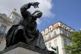 Nova da Trindade Street, António Ribeiro Statue