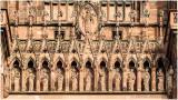 Galeries des apôtres et les anges musiciens.