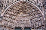 Haut du portail central.