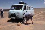 Le van est ensablé