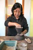 Doña Inés adding top to base