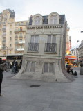 Gare du Nord / The leaning house