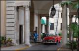 Leaving tourists at Hotel Nacional