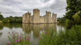 IMG_8455.CR3 View of the SW Tower, Postern Tower, the SE Tower, the East Tower - Bodiam Castle - © A Santillo 2019