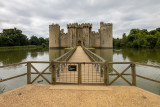 IMG_8457.CR3 View of the NE Tower, Gatehouse, the causway and the NW Tower - Bodiam Castle - © A Santillo 2019
