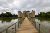 IMG_8458.CR3 View of the NE Tower, Gatehouse, the causway and the NW Tower - Bodiam Castle - © A Santillo 2019
