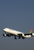 SOUTH AFRICAN AIRBUS A340 600 JNB RF 5K5A1970.jpg