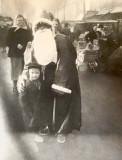 Christian Perykasza  1956  Blvd de Strasbourg avec le père Noel et sa grand mère