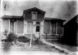 1920 - 88 route de Savigny. De nos jours cette maison se trouve au fond d'un terrain au 83ter Ave. Maximilien de Robespierre