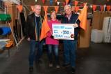 Cheque Kringloop Vianen voor Oranje Concert