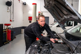 Pieter de Jong in zijn nieuwe garage