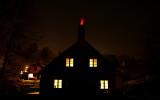 Det pågår bränning på Wallåkra Stenkärlsfabrik (max 1280°C) och elden kommer till och med ur skorstenen!
